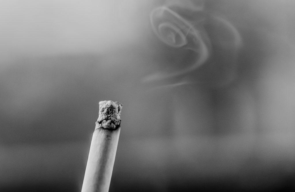 合コン タバコは吸うな!